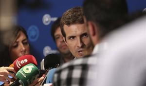 Pablo Casado, durante sus declaraciones en la sede del PP.