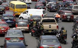 Caos en las calles de Lima por una huelga de taxistas en Perú.