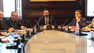 Primera reunión de la nueva Mesa del Parlament, presidida por Roger Torrent.