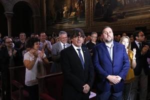 Puigdemont y Junqueras, en un acto municipalista a favor del referéndum.