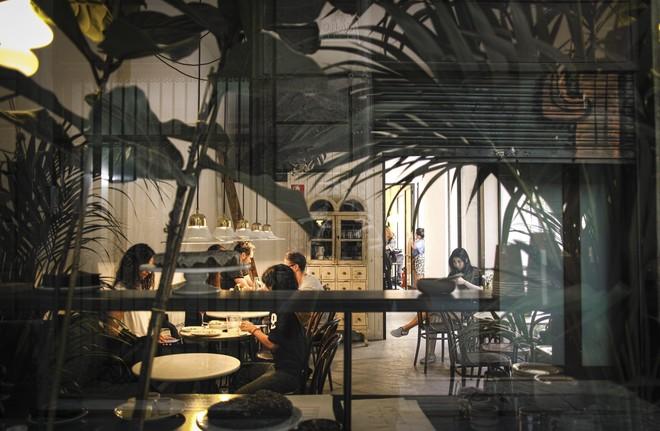 Bistrot Levante, en el Gòtic, explora las cocinas de la ribera orientaldel Mediterráneo.