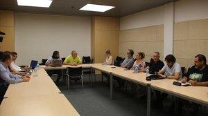 Reunión de mediación entre el comité de huelga de Trablisa y la dirección de la empresa en Treball.