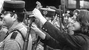 Foto de archivo del 25 de abril de 1974, día de la Revolución de los Claveles.