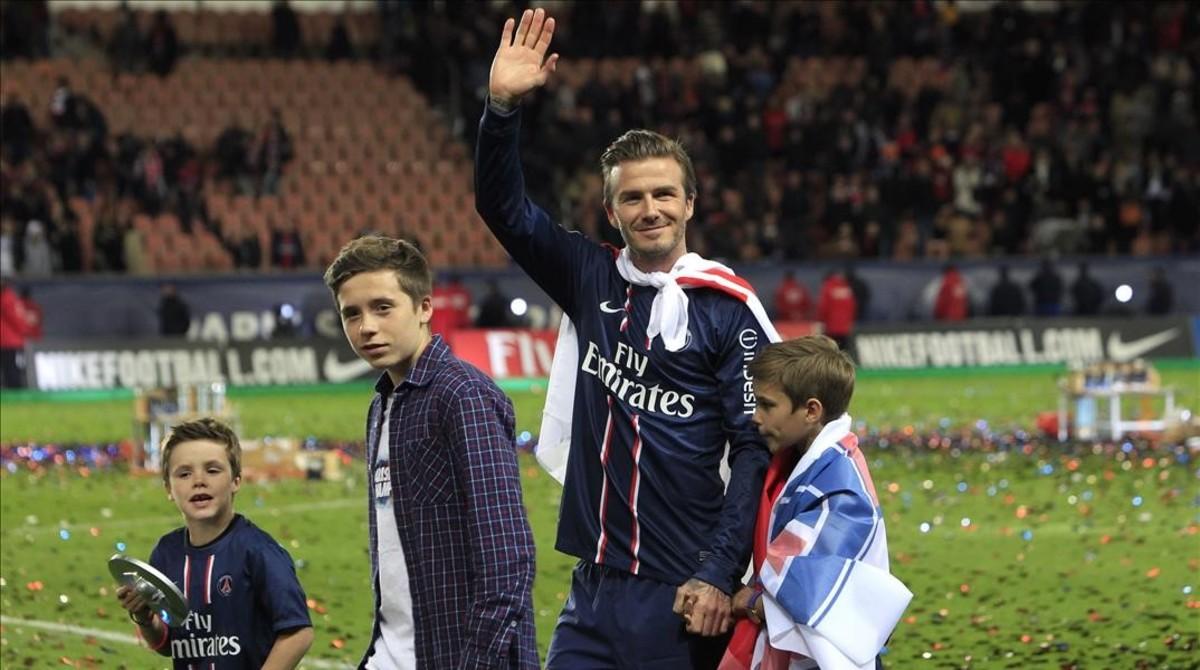 David Beckham posa con sus hijosBrooklyn, Cruz y Romeo, en la celebración de laPSG s French League, en el estadio de París, en mayo del 2013.