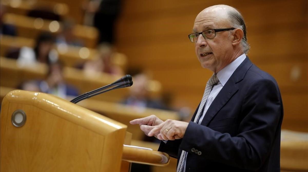 El ministro de Hacienda, Cristóbal Montoro, en el debate de los Presupuestos en el Senado.