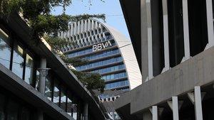 Sede de BBVA en Madrid, conocida como el edificio La Vela.