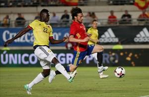 Silva marca el primer gol de la selección española.