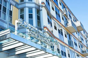 Fachada del edificio de apartamentos Southside Works City Apartments, donde han hallado a tres hombres muertos con las mismas pulseras naranjas.
