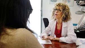 La psicóloga Susana Jiménez, en su consulta del Hospital Universitari de Bellvitge.