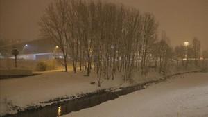 El río Meder a su paso por Vic, donde la nieve ha cuajado