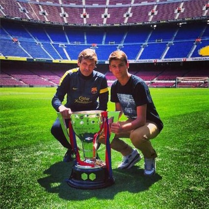 Tito Vilanova y su hijo, Adrià Vilanova, en una foto subida a Twitter con el mensaje Muchas gracias a todos por los ánimos, este partido lo sacaremos adelante una vez más. Seny , Pit i Collons
