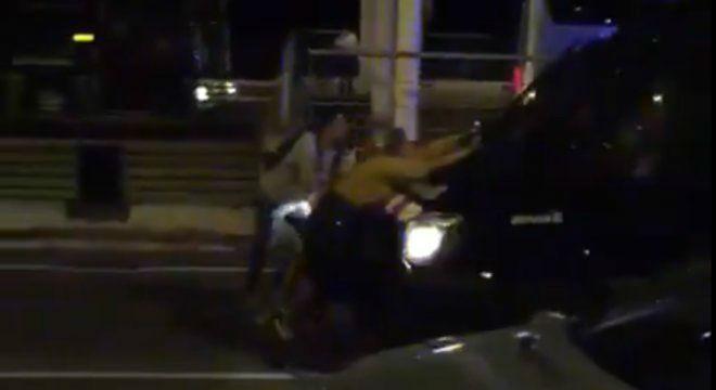 Una furgoneta de los Mossos arrastró a manifestantes en el aeropuerto de Barcelona, el pasado 14 de octubre.