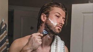 Una maquinilla de afeitar con calefacción integrada.