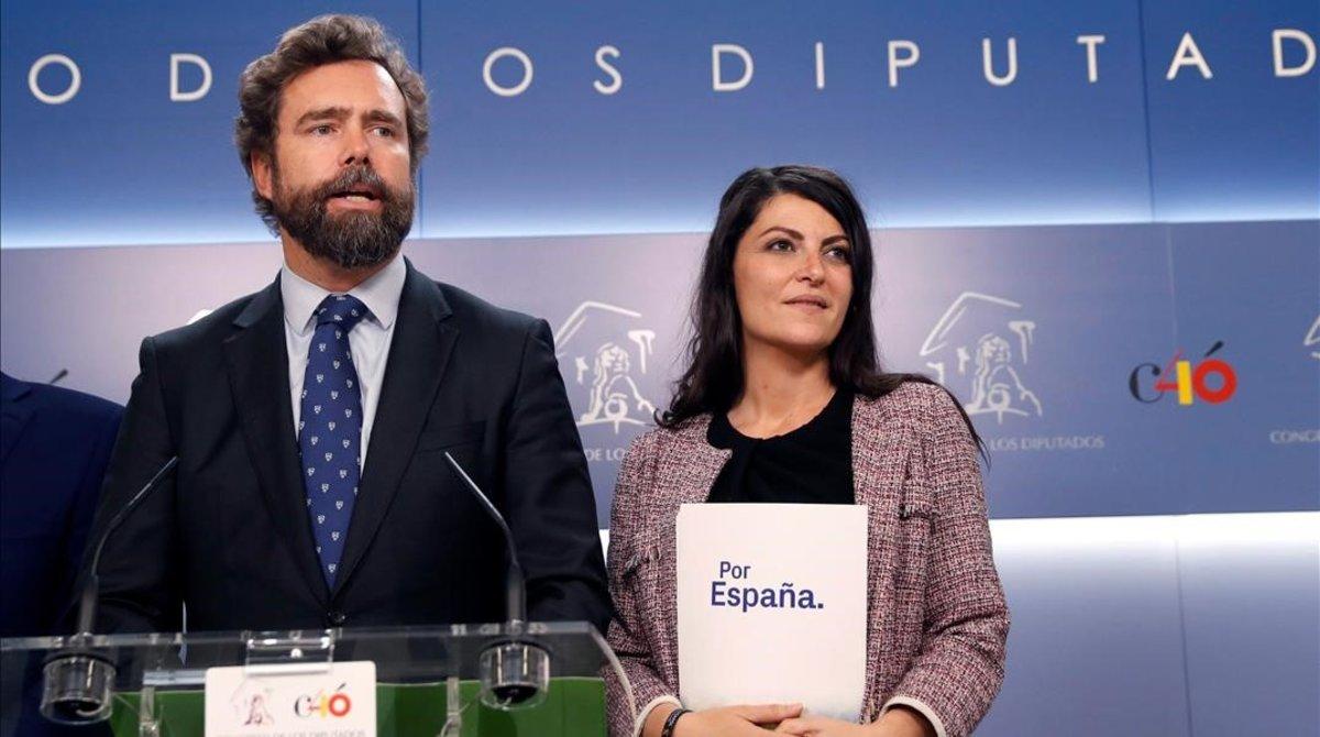 El portavoz parlamentario de Vox, Iván Espinosa de los Monteros, y la secretaria general del grupo parlamentario, Macarena Olona