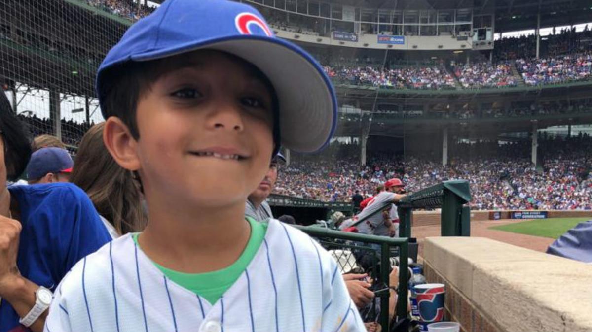 Uno de los dos protagonistas de la historia viral en el campo de los Chicago Cubs