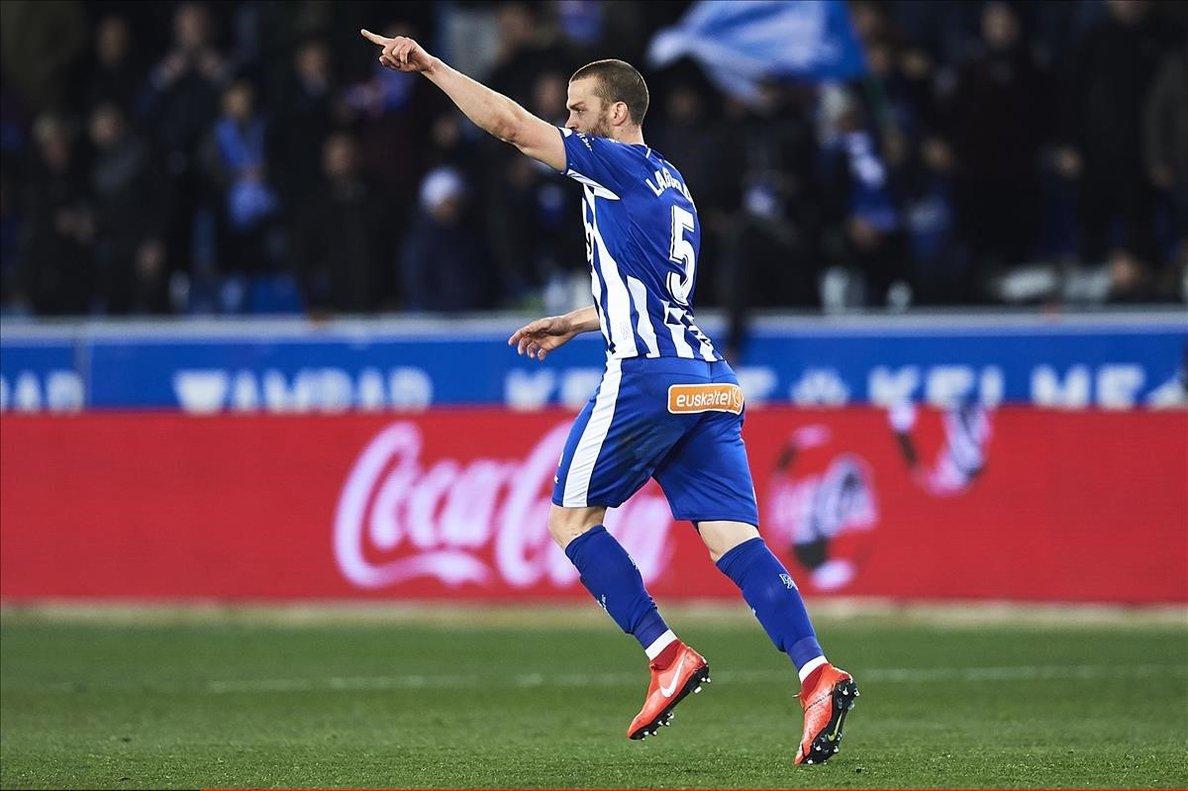 Víctor Laguardia celebrando el tanto que marcó ante el Levante