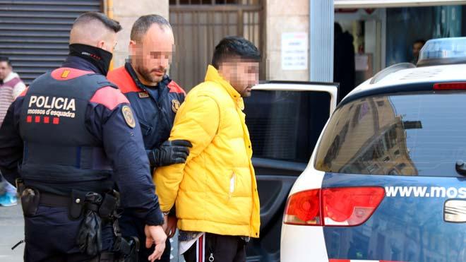 Cau la xarxa de narcos que va voler cremar viu un home a la Barceloneta