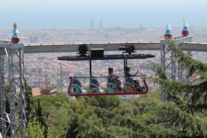 Vistas aéreas de Barcelona desde una de las atracciones del Tibidabo.