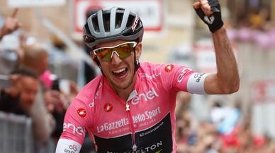 Simon Yates es el titán del Giro