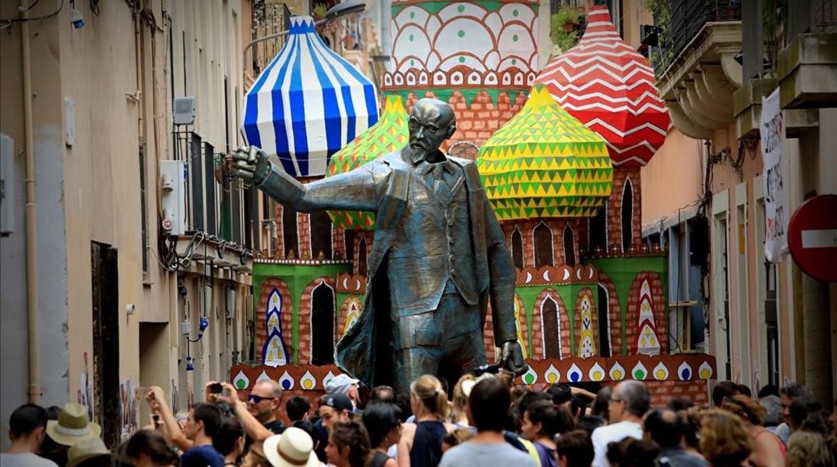 La estatua de Lenin que da la bienvenida a la Revolución Rusa de la calle del Progrés.