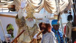Melchor, Gaspar y Baltasar, a su llegada al Portal de la Pau de Barcelona.