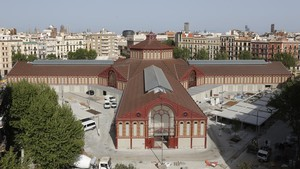 Panorámica de la recta final de obras en el mercado de Sant Antoni.