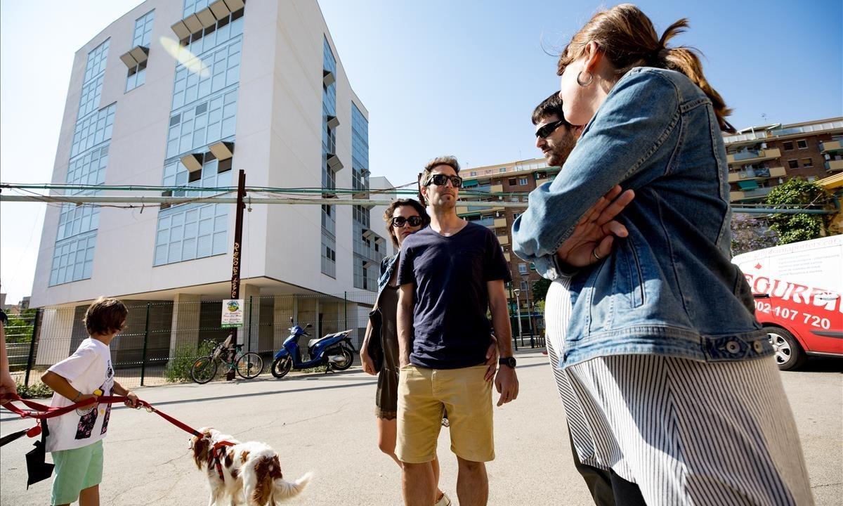 Barcelona 26 familias llevan 7 meses esperando su piso de protecci n - Pisos de proteccion oficial barcelona requisitos ...