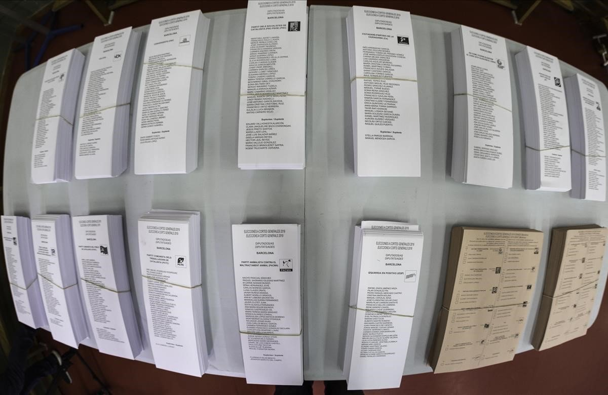 Papeletas a puntopara las elecciones generales del 28-A.