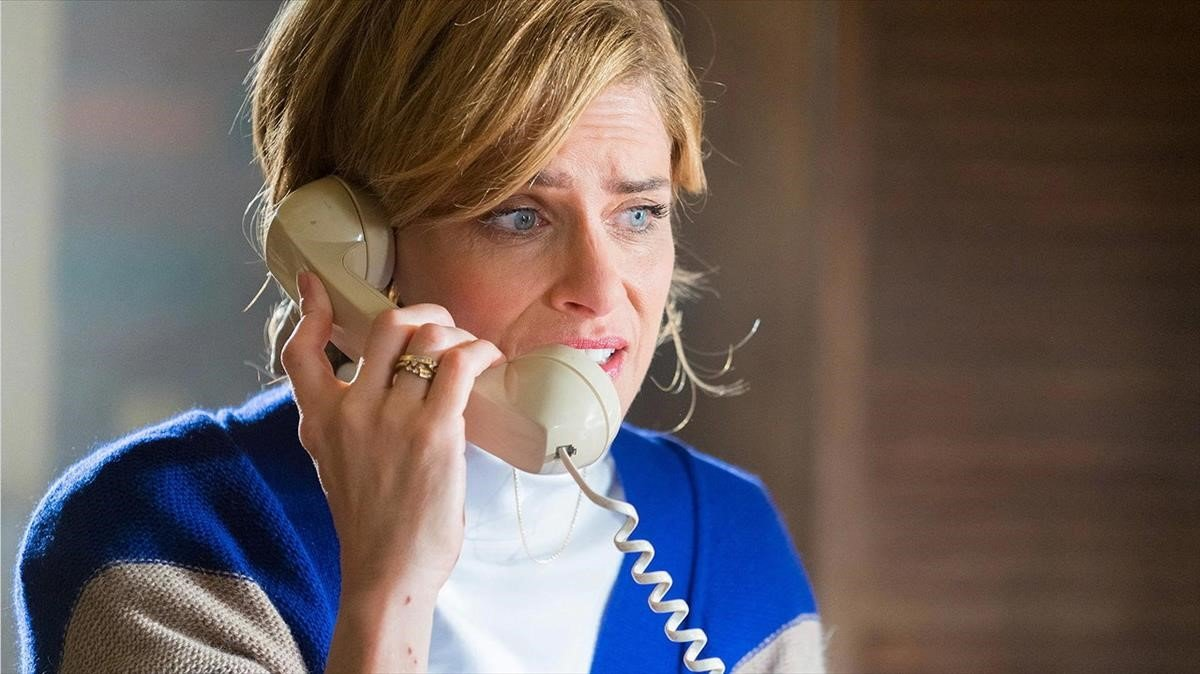 Amanda Peet como Betty Broderick en la nueva temporada de 'Dirty John'.