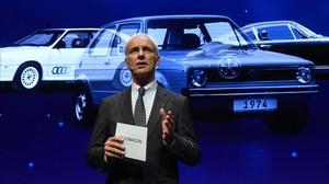 El presidente de Volkswagen, Matthias Müller, en un acto durante el Salón del Automóvil de París.