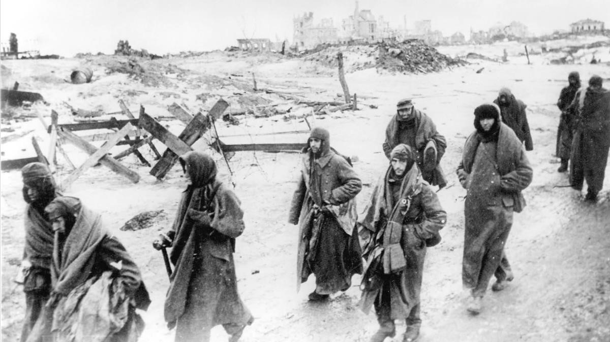 Soldados alemanes hechos prisioneros en Stalingrado.
