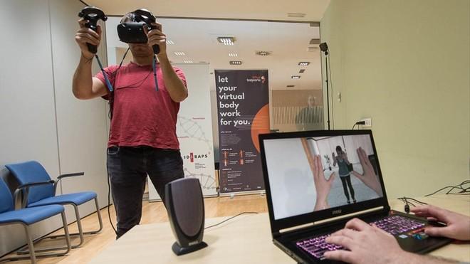 Los delincuentes se convierten en víctimas en la realidad virtual.