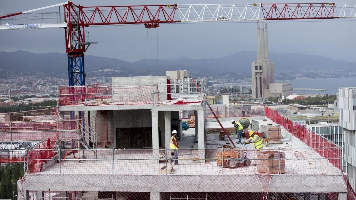 Expertos proponen impulsar pisos asequibles y recalificar suelo para ganar vivienda en barcelona - Permiso obras piso barcelona ...
