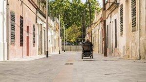 La transformación ha permitido eliminar las barreras arquitectónicas y mejorar la conexión entre la rambla de Prim y la calle del Maresme a través de tres callejones.