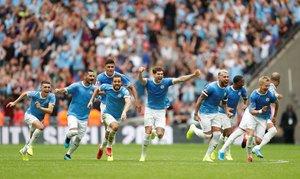 Los jugadores del City celebran el triunfo a la conclusión de la tanda de penaltis.