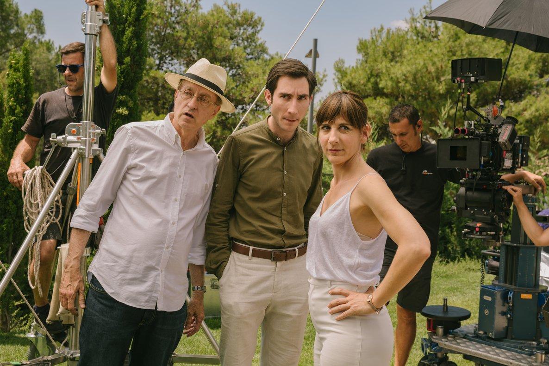 El director (izquierda), junto a Juan Grandinetti y Malena Alterio.