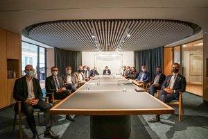 Acto de de la firma del acuerdo entre el Ayuntamiento y Barcelona & Partners.