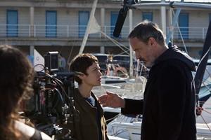 Aida Folch y Francesc Garrido, en una escena del rodaje de 'Sé quién eres', en el puerto de Mataró.