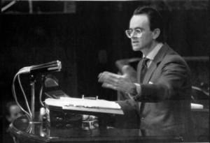 Antonio Hernández Mancha, durante su defensa de la moción de censura contra el Gobierno de Felipe González, el 26 de marzo de 1987.