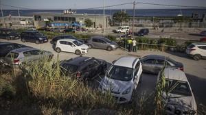 Aparcamiento público en los alrededores de la estación ferroviaria de Montgat.