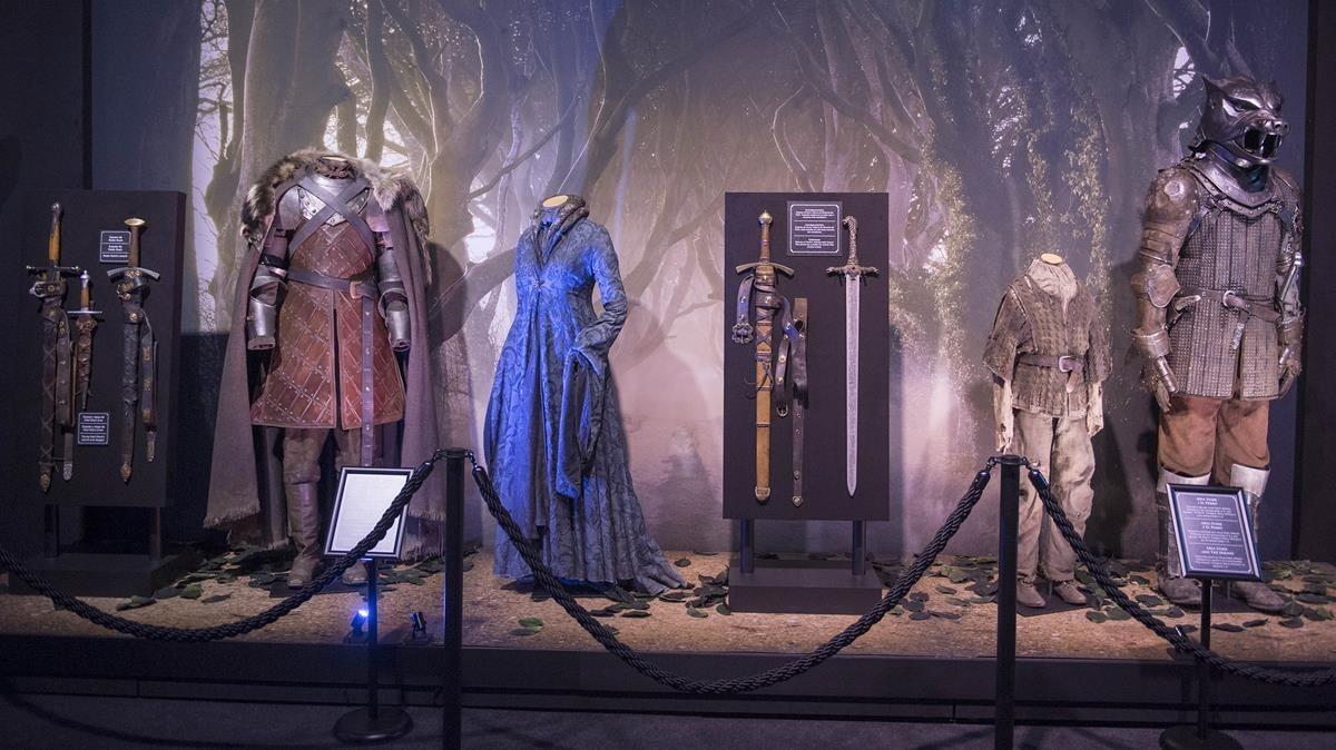 Vestidos y armasde la serie Juego de Tronosque se incluyen en la exposición internacional de la serie de la HBO que acoge elMuseu Marítim de Barcelona.