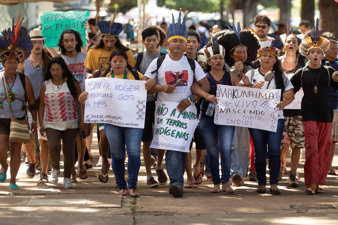 Pueblos indígenas reclaman a Bolsonaro por su política de tierras
