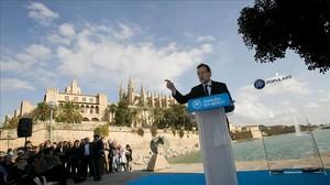 El candidato del PP, Mariano Rajoy, en un mitin en Palma de Mallorca el miércoles.