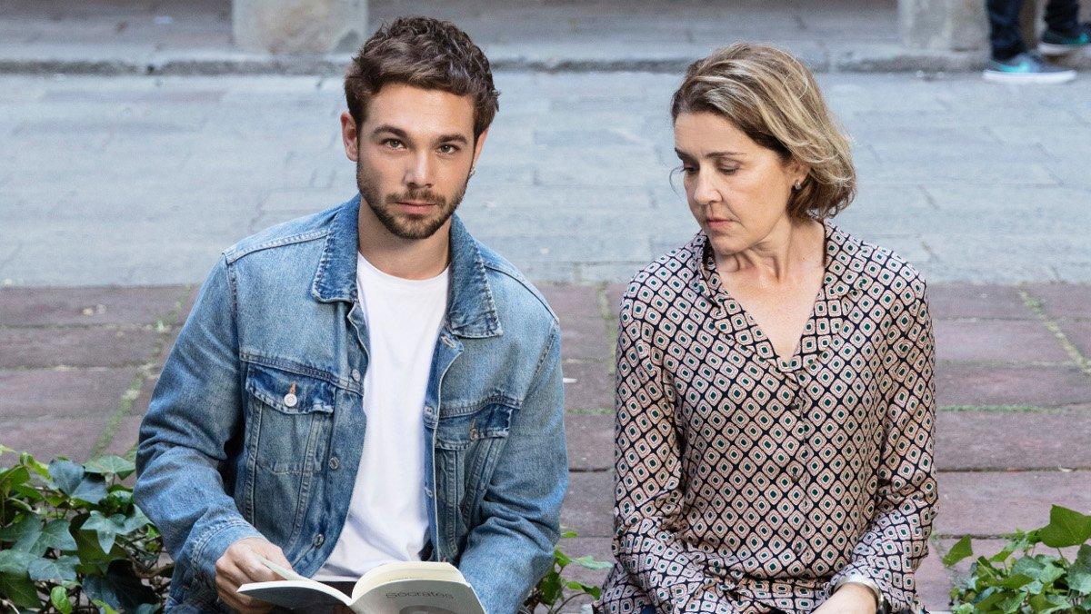 Carlos Cuevas y María Pujalte, en 'Merlí: sapere aude'.