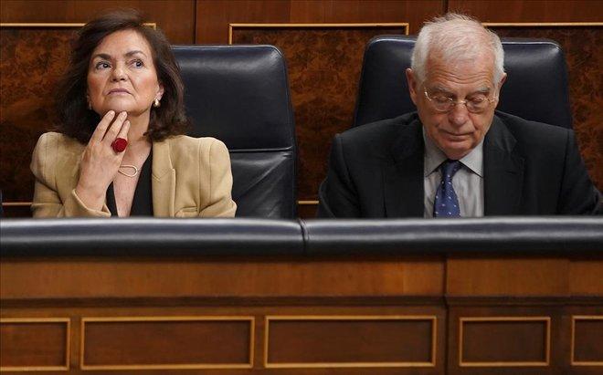 Carmen Calvo y Josep Borrell, este miércoles, durante el pleno del Congreso.