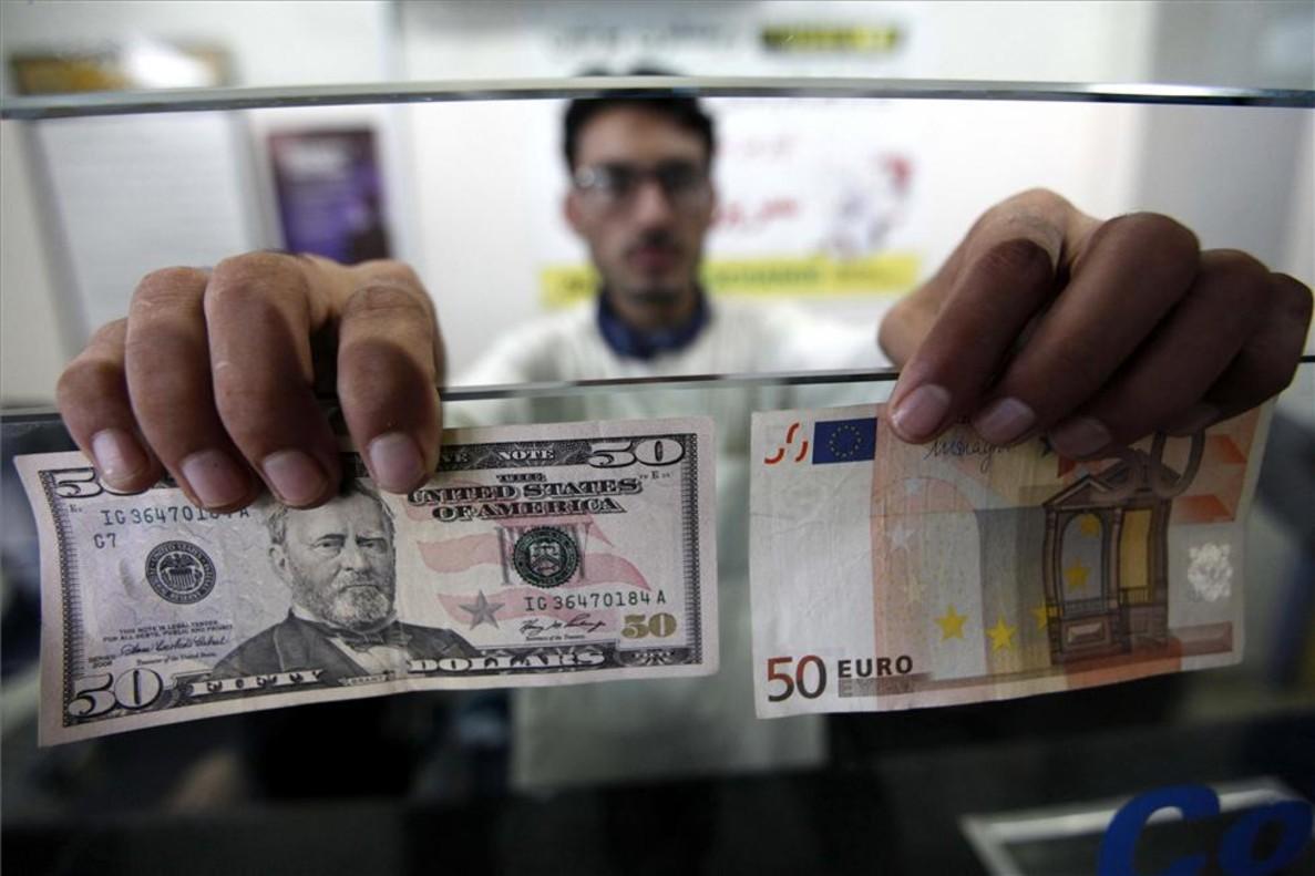 Casa de cambio de divisas (dólares y euros) en Peshawar (Pakistán).