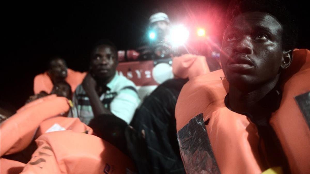 Algunos de los refugiados a bordo del Aquarius.