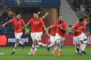 La alegría chilena tras lograr a través de los penaltis el pase a la semifinal de la Copa América.