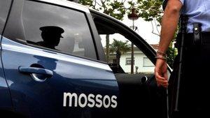 Un coche de los Mossos en Barcelona.