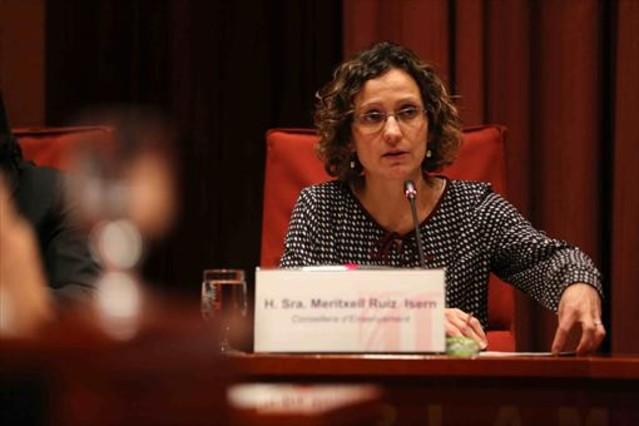 La consellera de Ensenyament, Meritxell Ruiz, durante una comparecencia en el Parlament.